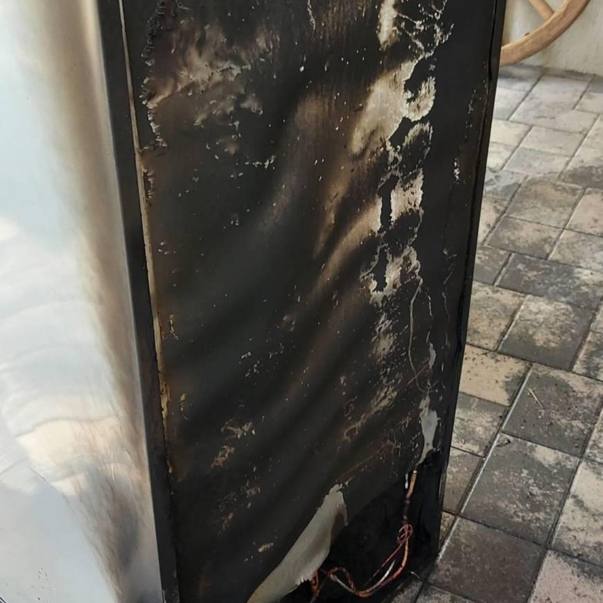 B3 Brennt Kühlschrank auf Terrasse